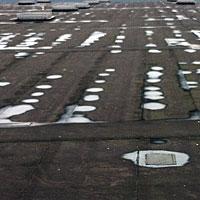 Inspectie van het platte dak, zekerheid voor de eigenaar.